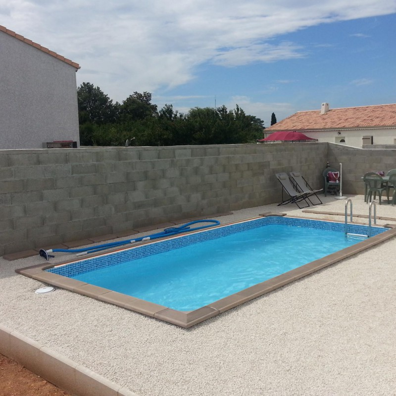 Piscine b ton rectangulaire naturalis 1 4 67x3 24x1 28m for Piscine beton banche